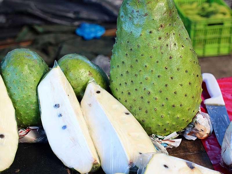 Colombian exotics fruits: Guanábana
