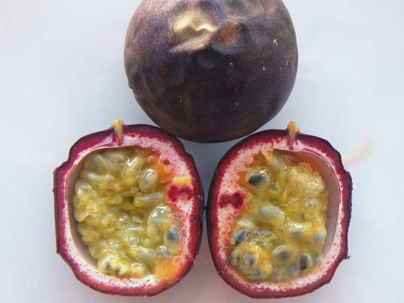 Colombian exotics fruits: Gulupa